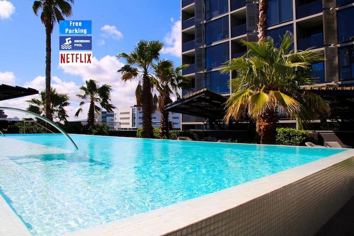 North Melbourne getaway*free parking*pool*gym*spa