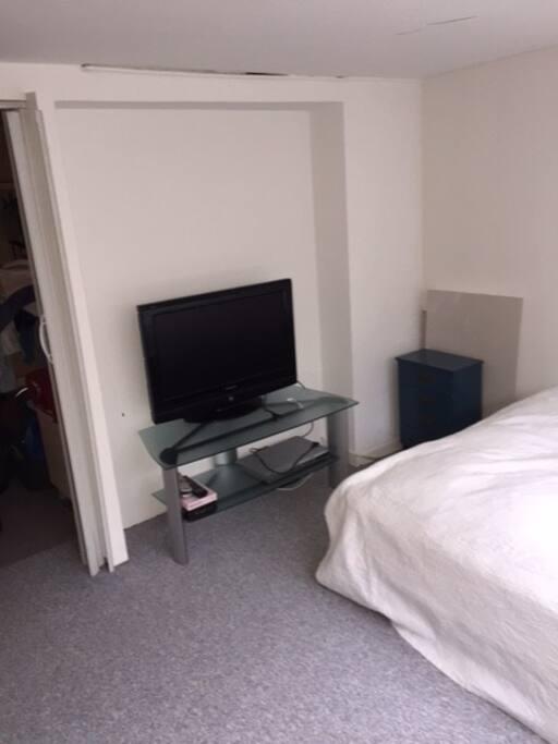 TV i soveværelse