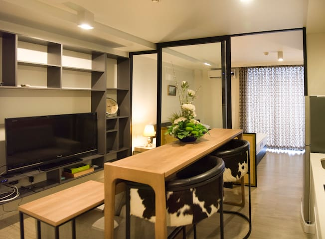 1BR entire condo/free wifi/ Pleon Jit BTS Station - Bangkok - Lyxvåning
