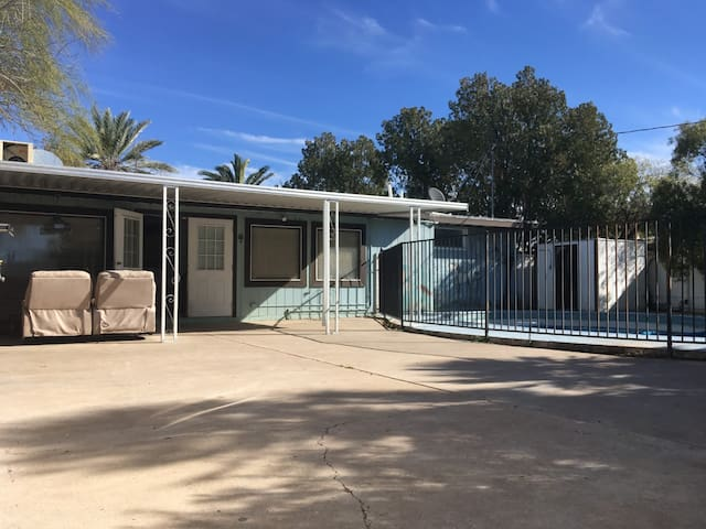 Walk in, live, Fam home, Central Tucson, Pool/Pets