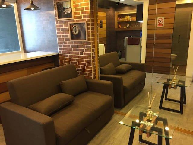1BR Industrial Themed Condo - Pasig - Appartement en résidence