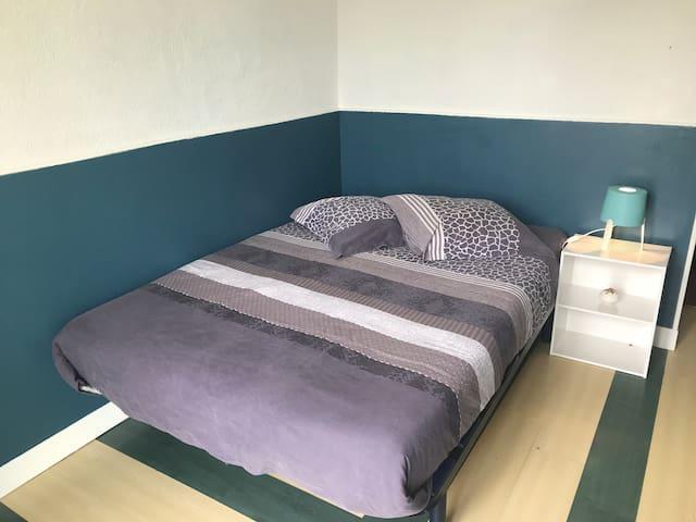 Chambre tout confort + parking, proche transports