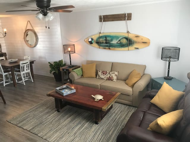Cozy Affordable (Pets Free)Walk to Beach