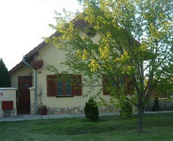 Kényelmes kis ház Szeged mellett - Deszk