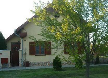 Kényelmes kis ház Szeged mellett - Deszk - Haus