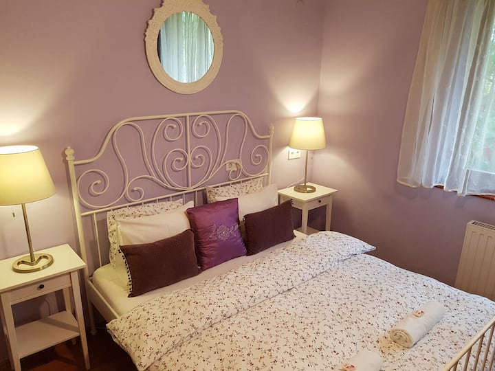 Lovely Lavender Private Room with Ensuite