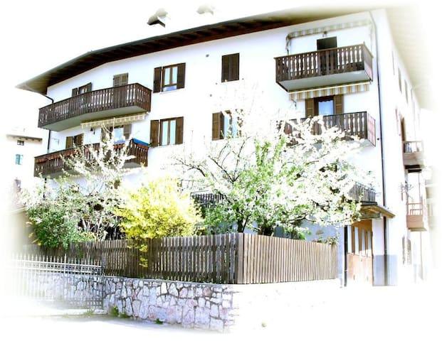 appartamento nel cuore della Val di Non - Coredo - アパート