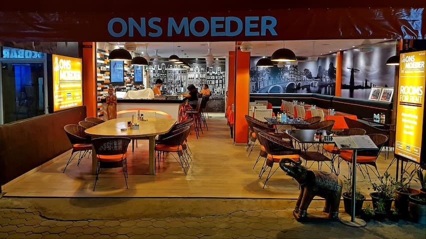 Ons Moeder Restaurant & Guesthouse - 4 (50 meters to the beach)