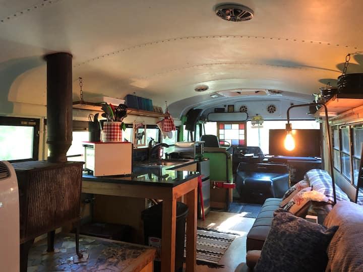 Farm bus, Asheville Glamping, hot tub! Great spot