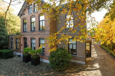 Villa Neeckx: Limited Rooms, Unlimited Hospitality - Lommel - 住宿加早餐