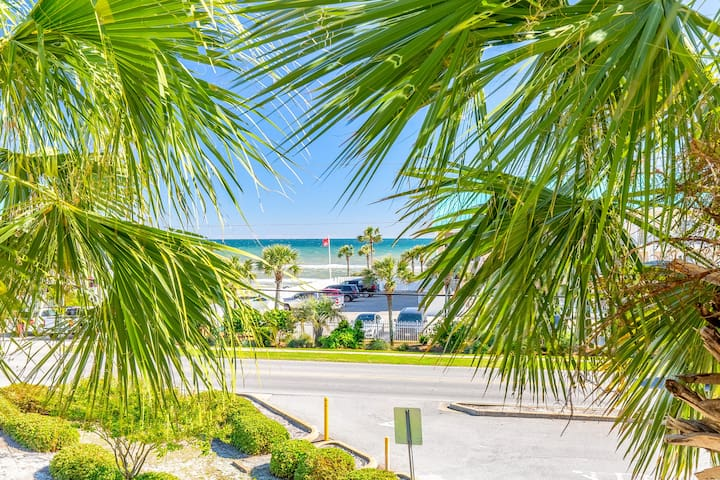 Gulf Views + Pool ☀Inspected & Disinfected☀ 1BR+Bunks-Grand Caribbean West 303