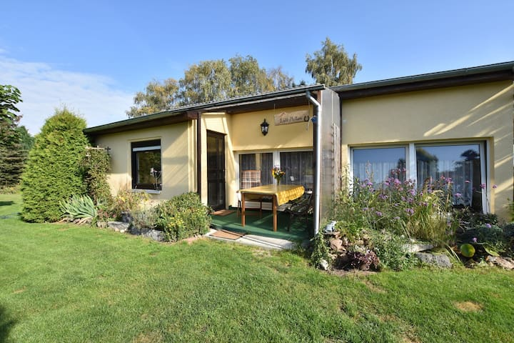 Cosy bungalow with garden in a quiet location