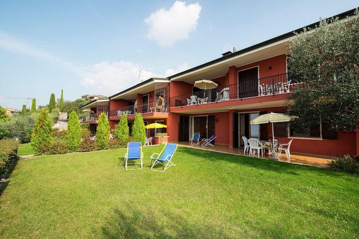 Belle résidence sur le lac de Garde avec piscine et jardin, position panoramique