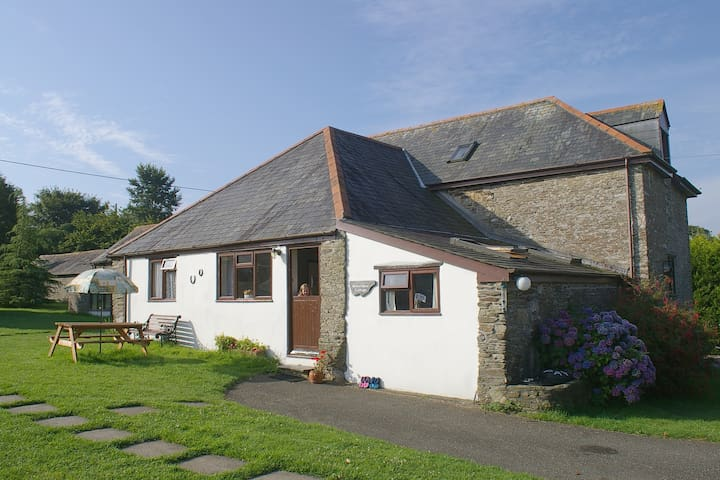 Horseshoe Cottage - Wringworthy Cottages