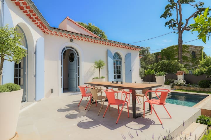 Charming,  Provencal villa in Antibes