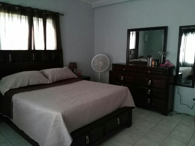 Northside apartment. Near hospital - Belize City - Appartement