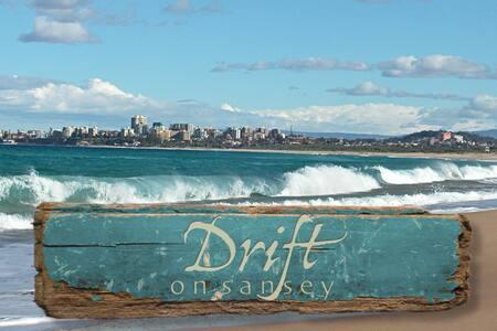 Drift - Artistic retro beach inspired house
