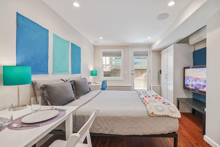 Sparkling Sunset Solo Suite: Park/Beach/WIFI/Clean