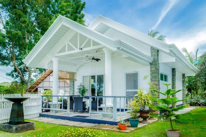 Sunset Villa- New 1 bed villa 50 meters from beach