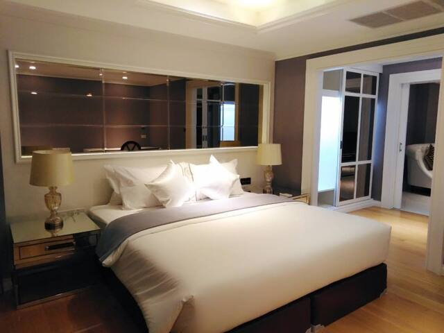 Romantic skyline luxury room 5 mins to BTS & Pier
