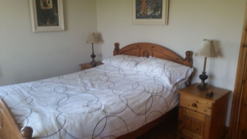 Large bright double room with great views - Bantry - Hus