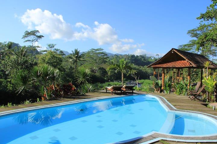 Tepi Sungai Guesthouse & Restaurant-wooden room
