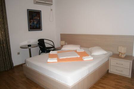 Double room with mountain view - Sveti Stefan