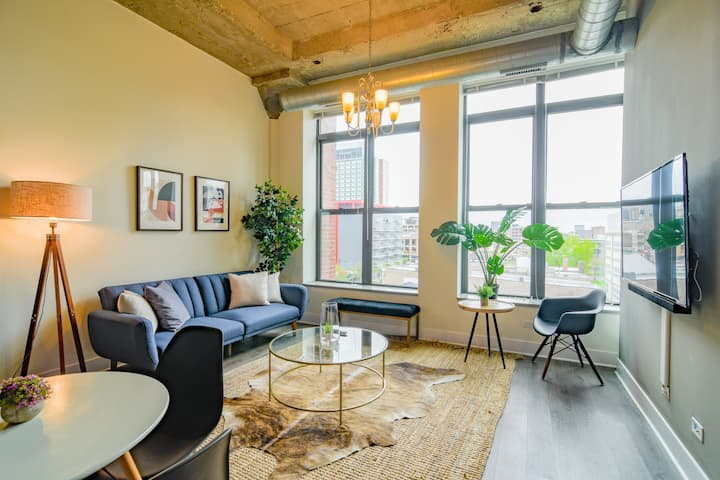 Industrial style 2Bd/2Ba on Michigan Ave in Downtw