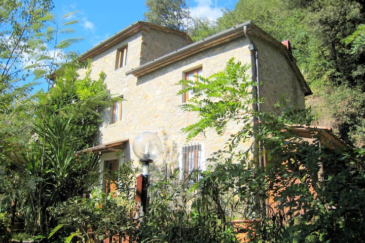 Authentic colonial property set in the Tuscan hills.