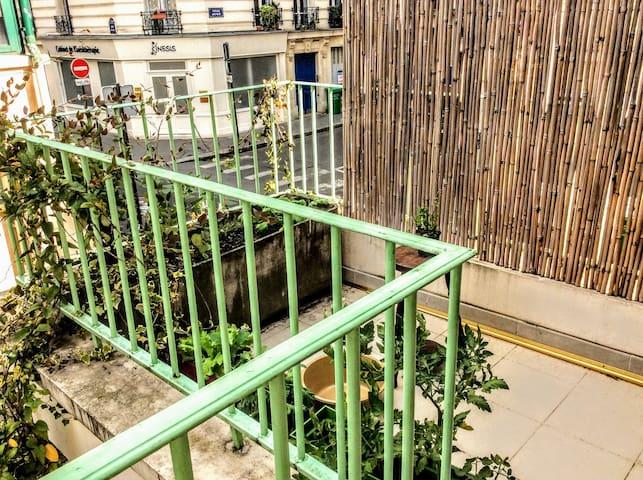 Terrasse (petite mais pratique pour fumeurs)