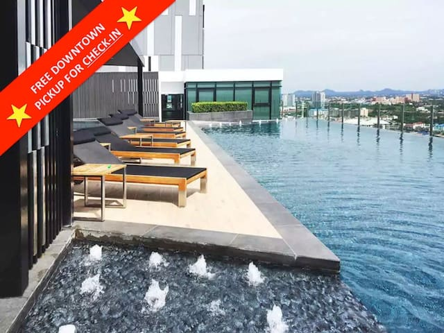 ★ 5 Star Modern Condo in Downtown ★ Rooftop Pool