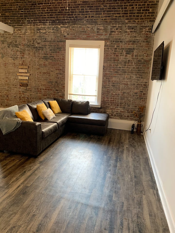 Downtown Historic Conveniently Located Loft......