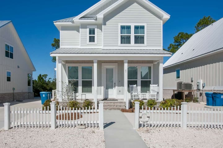 Professionally decorated | Outdoor pool, Deeded beach access, Wifi | Free golf, fishing, OWA tickets