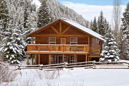 Top 20 affitti per le vacanze case vacanze e affitti for Stazione di jackson hole cabin