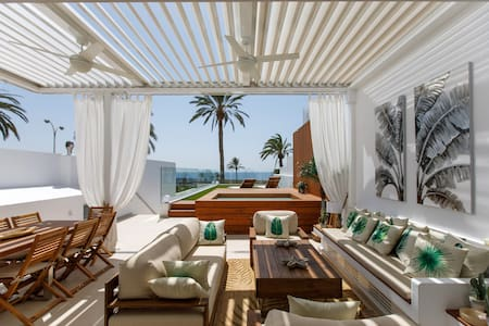 *Villa de lujo con piscina privada