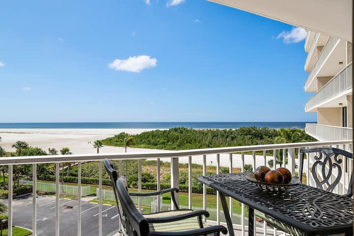 Classy upscale unit with stunning sunset views of the Gulf!