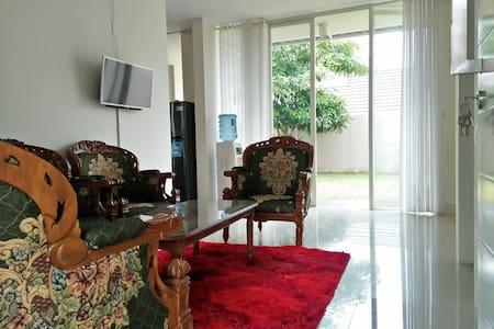 Roro Jonggrang Guest House
