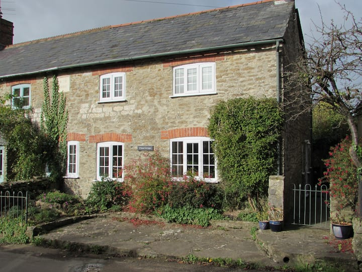 Character Cottage, Sleeps 5. Jurassic Coast/Rural