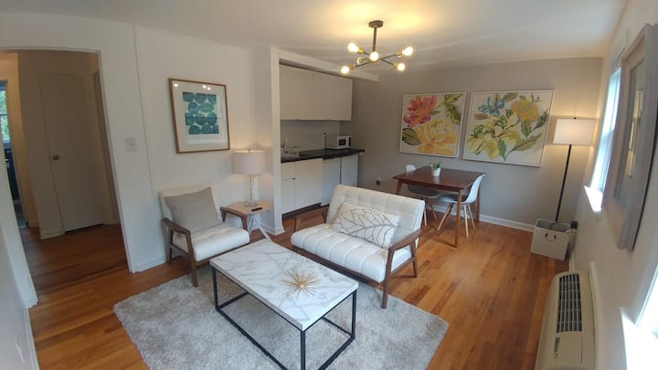 Cameron Village Condo* King bed* 5 min to Downtown