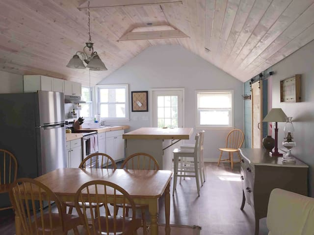 --Newly renovated lake cabin near Big Platte Lake-