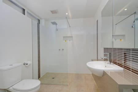 Clean, Comfortable Room - Traralgon