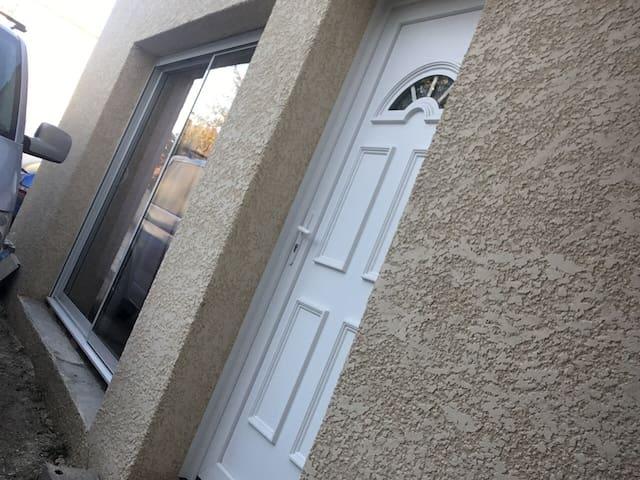 Dépendance d'une maison au cœur du village