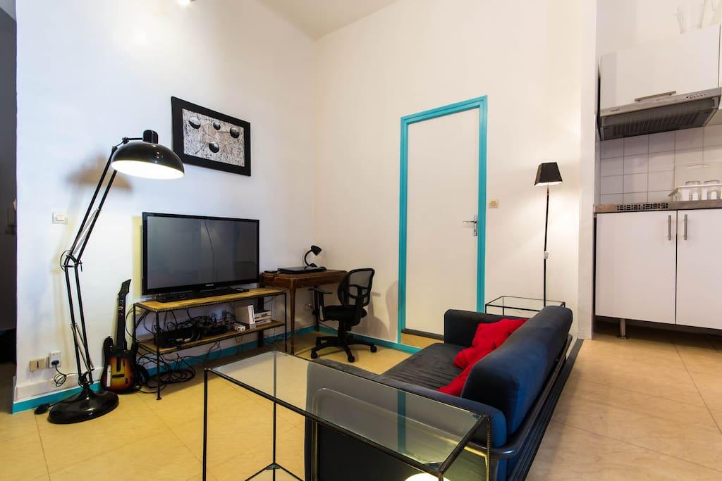 loftudio l 39 esprit loft dans un grand studio lofts louer grenoble auvergne rh ne alpes. Black Bedroom Furniture Sets. Home Design Ideas