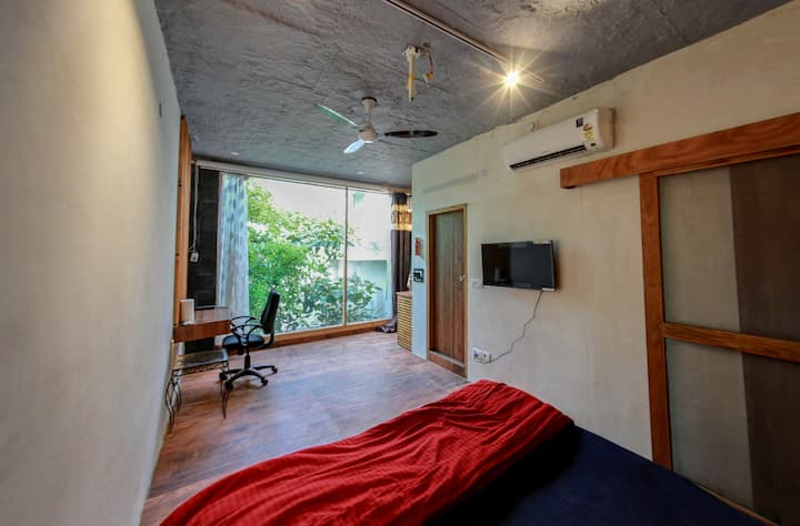 unique  private space on the roof+Netflix +kitchen