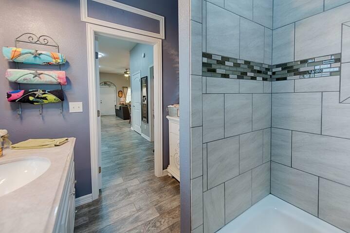 Full tub/shower combo