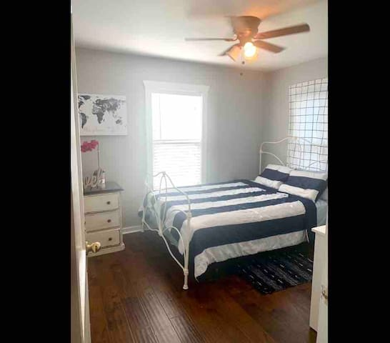 Private/ Gated 2 Bedroom in Central HTX location!!