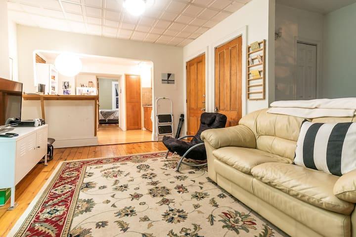 Sunlit Top Floor Apartment w Manhattan View