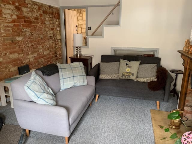 Honey Cottage, cute & cosy 2 bed cottage, sleeps 4