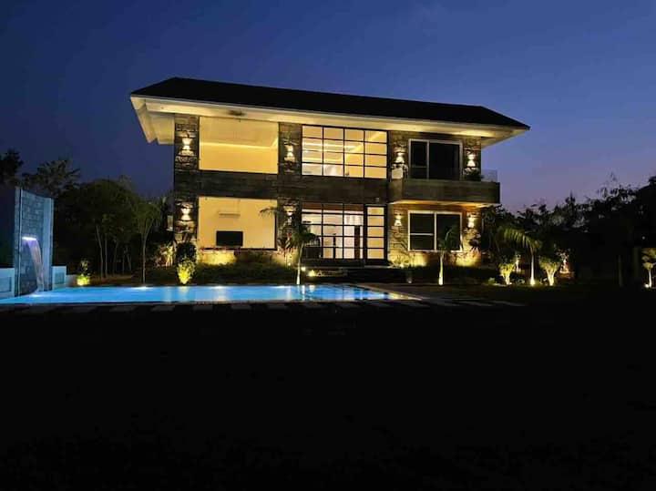 Modern and super luxury pool villa.