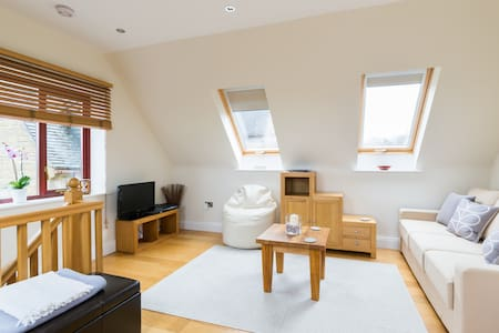The Loft Apt Country Views - Cheltenham - Loft